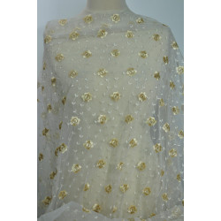Bílý tyl se zlatými květy