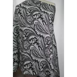 Černobílá šatovka s květy