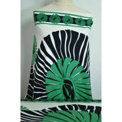 Černé a zelené vzory na úpletu