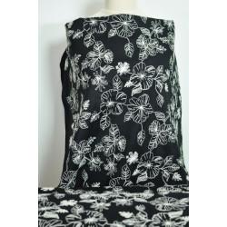 Černý batist s bílou výšivkou